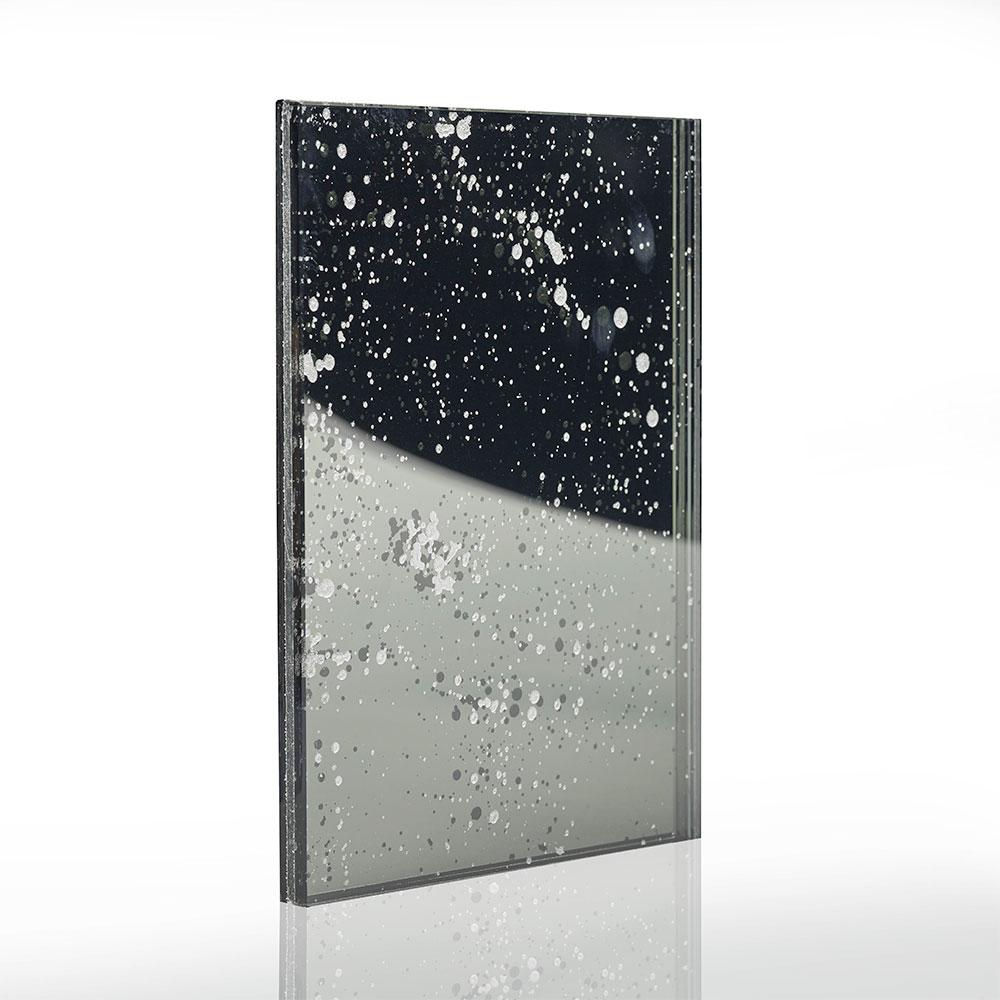 specchio da arredo ottenuto mediante verniciatura e stratifica